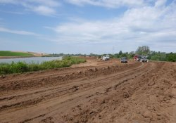 Area 4A Clean Cover Soil Application / Looking West (September 18, 2015)